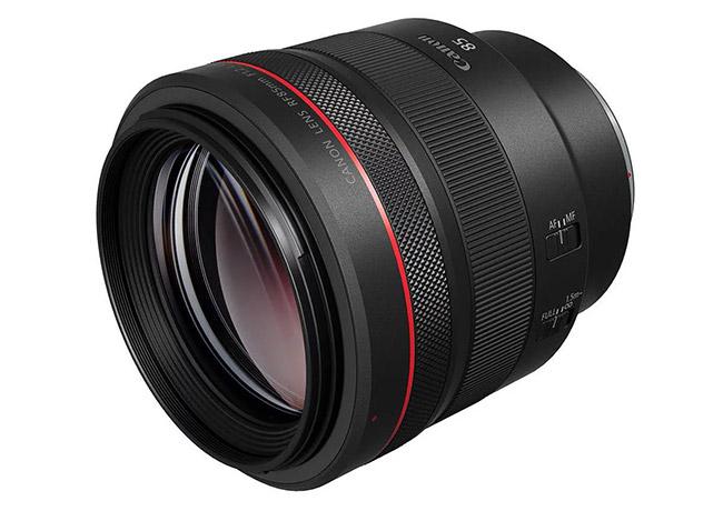 RF 85mm f/1.2L angled view