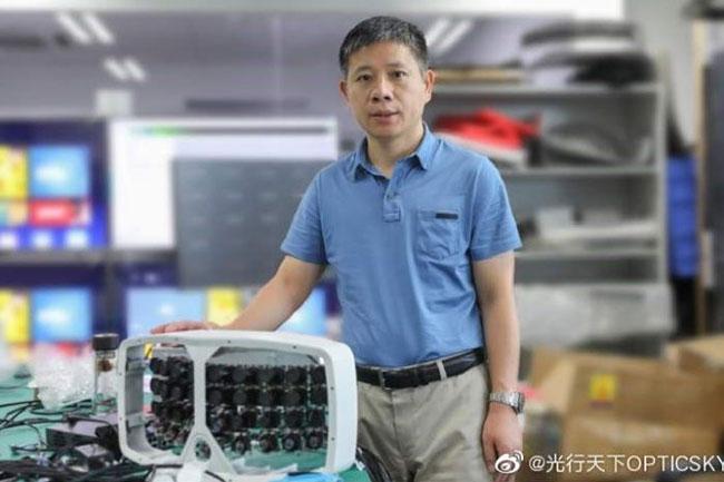 zeng xiaoyang with camera 500mp