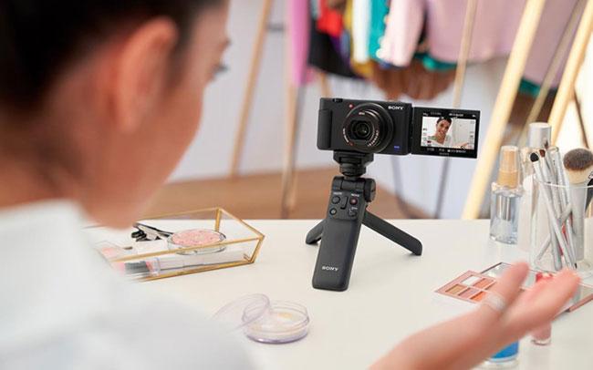 sony zv 1 compact camera vlogger